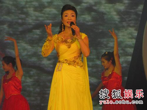 青年歌唱家李丹阳