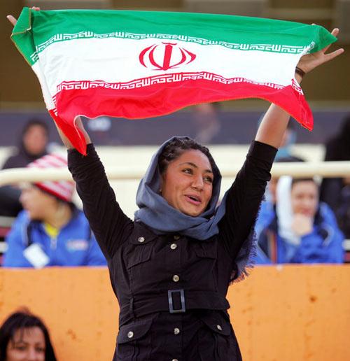 伊朗举办首届伊斯兰女子足球邀请赛(组图)