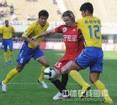 图文:[中超]陕西3-0辽宁 格里菲斯突破