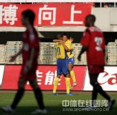图文:[中超]陕西3-0辽宁 王鹏庆祝进球