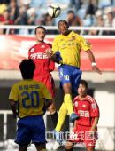 图文:[中超]陕西3-0辽宁 维森特争顶