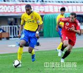 图文:[中超]陕西3-0辽宁 维森特突破