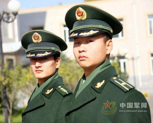 武警07式冬常服正式换发亮相 颜色均为深橄榄绿图片