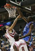 图文:[NBA]火箭104-110雷霆 杜兰特上演暴扣