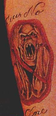 组图:艾弗森纹身20余处 脖子刺忠字小臂有黑豹