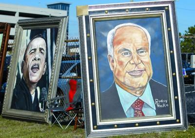 13日,北卡罗来纳州一名艺术家在街头展示他创作的两位总统候选人画像。