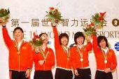 组图:中国女团胜韩国夺冠 俞斌华学明带队领奖