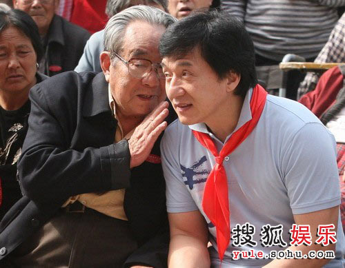 成龙慈善中原行转战郑州