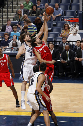 图文:[NBA]灰熊VS火箭 斯科拉PK小加索尔