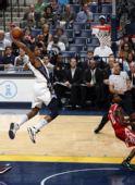图文:[NBA]灰熊VS火箭 盖伊空中滑行暴扣