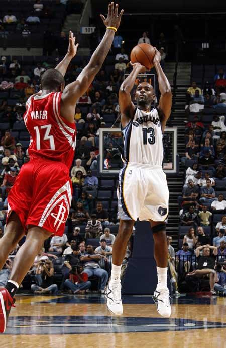 图文:[NBA]火箭胜灰熊 沃弗飞身封盖