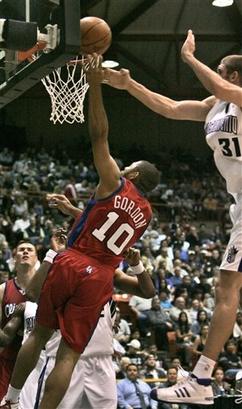 图文:[NBA]快船VS国王 新秀戈登大放异彩