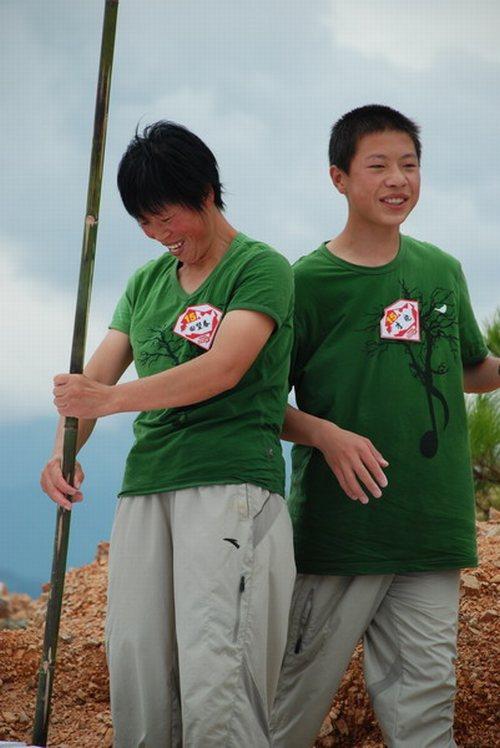 从没出过乡村的田望春、李晓带着无数的好奇和期待来到《我是冠军》