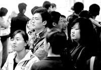 两千余名毕业生参加了昨天的双选会。 晨报记者 殷楠/摄