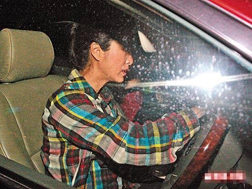昨天凌晨12:20am 忙完工作后,米雪于凌晨时分驱车往医院探望尹志强