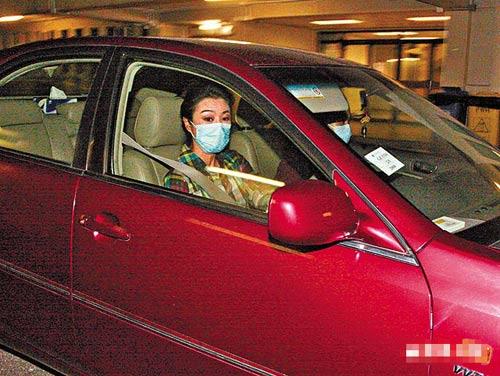 昨天凌晨12:30am米雪接载尹志强的菲佣一同前往医院