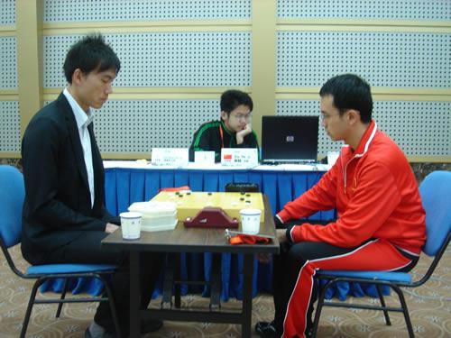 图文:围棋男子团体半决赛 谢赫潘善琪恶战