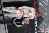 图文:F1中国站一触即发 汉密尔顿参加活动