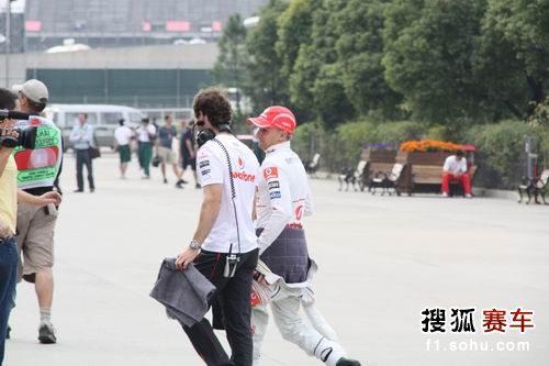 图文:F1中国站一触即发 迈凯轮轻松应对