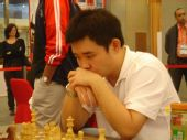 图文:国象男女快棋赛决赛 李超比赛中