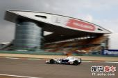 图文:F1中国站第二次练习赛 海德菲尔德过直道