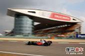 图文:F1中国站第二次练习赛 科瓦莱宁过直道