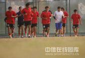 图文:武汉教学赛4-1武汉体院 球员跑步