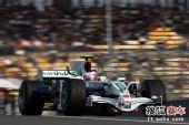图文:F1中国站排位赛 巴里切罗在赛道中