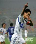 图文:[中超]天津2-1河南 曹阳如此庆祝