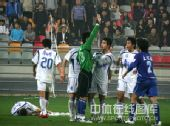 图文:[中超]天津2-1河南 险些引发骚乱