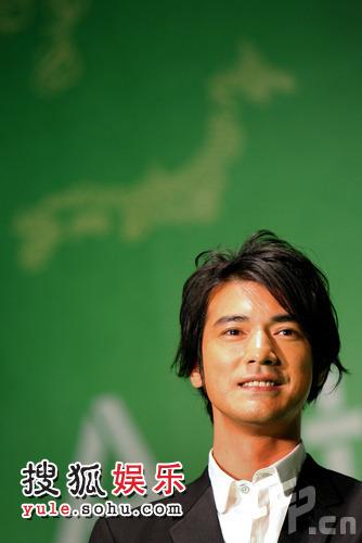 东京电影节绿毯星光闪耀 金城武英俊帅气