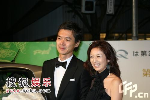 东京电影节绿毯星光闪耀  渡部笃郎身着礼服