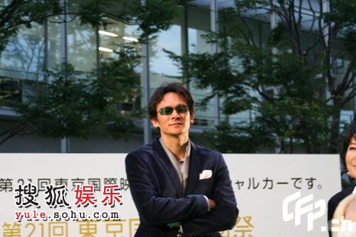 东京电影节绿毯星光闪耀  内藤刚志墨镜示人