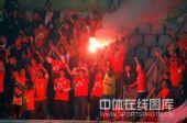 图文:[中超]青岛1-0成都 球迷狂欢