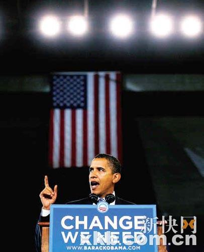 10月17日,奥巴马在弗吉尼亚州,麦凯恩在佛罗里达州分头卖力拉票,神态手势出奇相似。