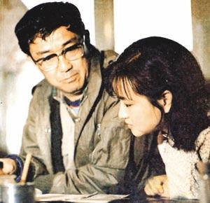 谢晋与刘晓庆在《芙蓉镇》剧组。