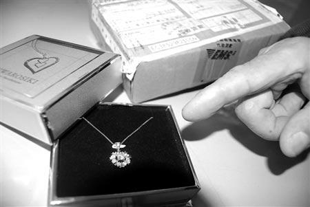 所谓的九颗钻石竟是便宜的锆石