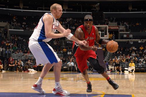 图文:[NBA]猛龙93-89胜快船 小奥单打卡曼