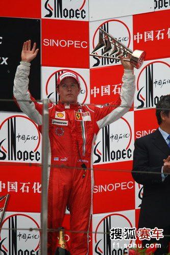 图文:F1中国站正赛 莱科宁获得第三