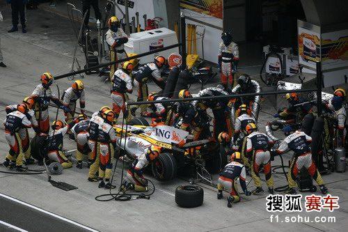 图文:F1中国站正赛 雷诺维修站场景