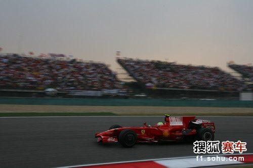 图文:F1中国站正赛 马萨急速追赶
