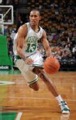 图文:[NBA]篮网VS凯尔特人 加比-普鲁特突破