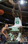 图文:[NBA]篮网VS凯尔特人 帕金斯暴扣