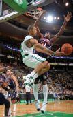 图文:[NBA]篮网VS凯尔特人 普鲁特突破分球