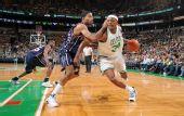 图文:[NBA]篮网VS凯尔特人 皮尔斯突破分球