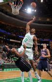 图文:[NBA]篮网VS凯尔特人 鲍维强攻篮下
