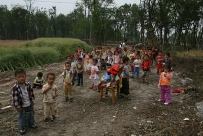 """陕西省西安市锦都花园--""""手拉手心连心,我们捐助灾区小朋友"""""""