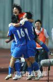 图文:[中超]上海3-2山东 进球后喜不自禁
