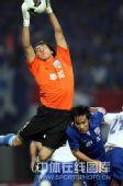 图文:[中超]上海3-2山东 邱盛炯空中救球