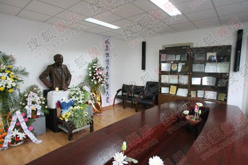 教学楼走廊及临时悼念室